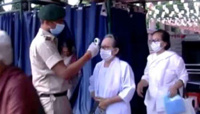 बिहार: महाबोधी मंदिर में की जा रही थर्मल स्क्रीनिंग, कोरोना को लेकर हाई अलर्ट