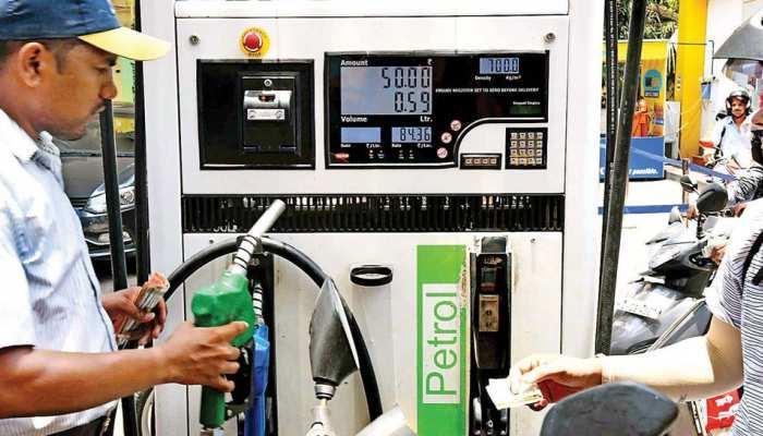 जल्दी भरवा लीजिए पेट्रोल, आज है साल का सबसे सस्ता रेट