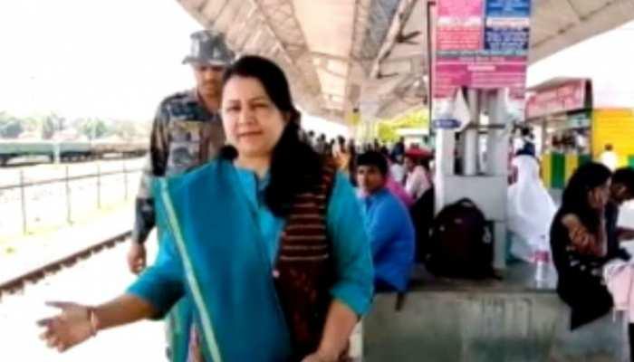 लोहरदगा में SDO ने चलाया स्टेशन सफाई का अभियान, गंदगी फैले होने पर हुई थी किरकिरी
