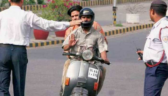 23 मार्च को लॉक डाउन के दौरान बाहर निकलने वालों पर दिल्ली पुलिस का एक्शन, हिरासत में इतने लोग