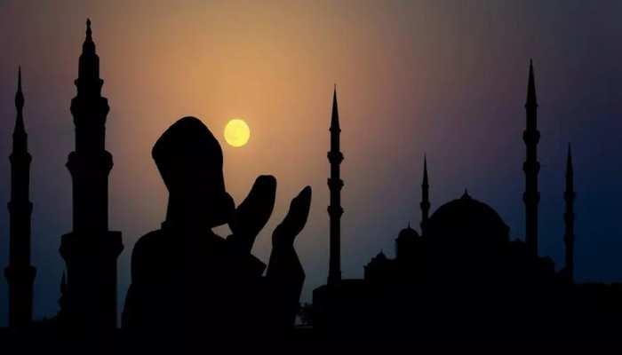 UP: मस्जिदों से एलान के बावजूद जुमे की नमाज पढ़ने पहुंचे 26 के खिलाफ दर्ज हुई FIR