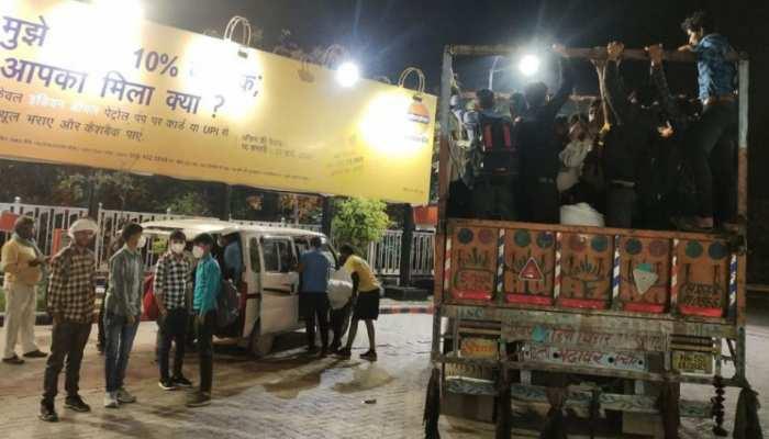 बिहार: सैकड़ों किमी यात्रा कर पैदल घर लौटने को मजबूर मजदूर, युवाओं ने की मदद