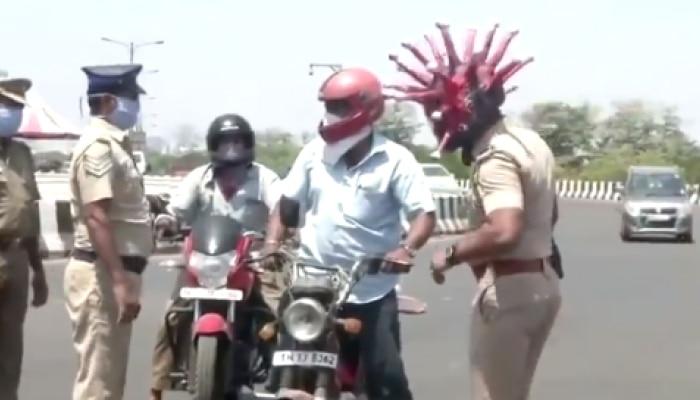 तमिलनाडु: 'कोरोना हेलमेट' पहनकर पुलिस लोगों से कर रही है अपील- घर पर बैठें, बाहर न निकलें