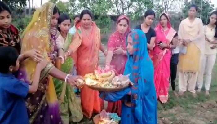 चैती छठ: लॉकडाउन के बीच दिया गया अस्ताचलगामी सूर्य को अर्घ्य, घरों में व्रतियों ने की पूजा