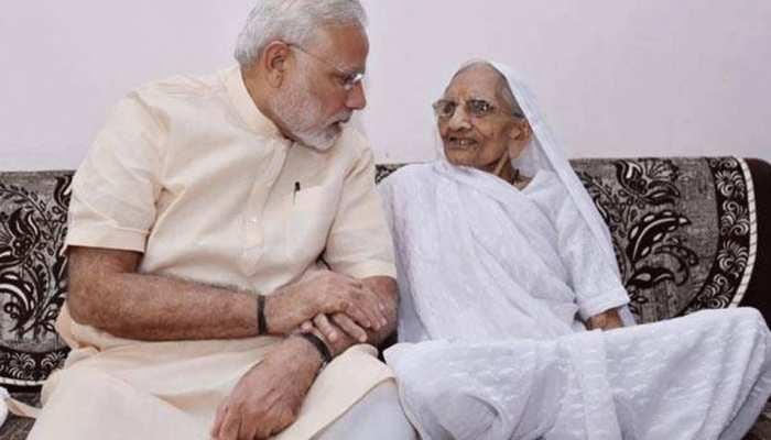 पीएम केयर्स फंड में PM मोदी की मां हीरा बेन ने भी किया 25 हजार रुपये का दान