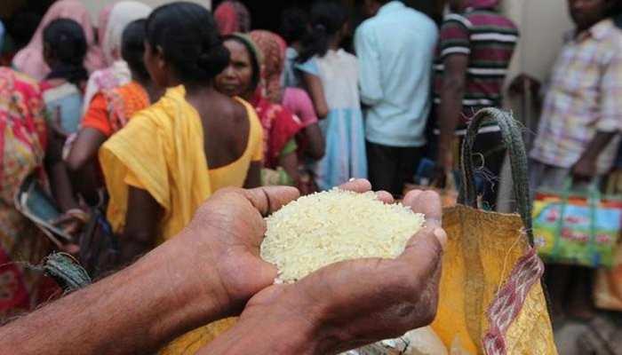 मुफ्त राशन देने में योगी सरकार ने कायम किया रिकॉर्ड, 1 करोड़ लोगों में बांटा 68,000 मीट्रिक टन अनाज