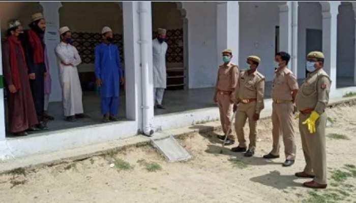 चक्रधरपुर के जामा मस्जिद में पुलिस ने मारा छापा, Corona के संदेह में सभी क्वारंटाइन