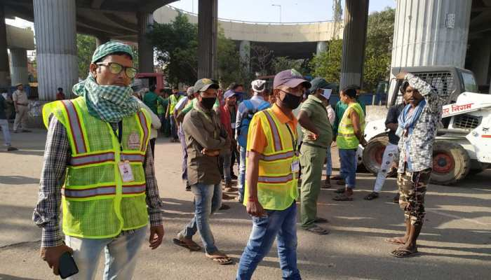 Bihar Police beat sweepers amid lockdown due to Coronavirus COVID 19