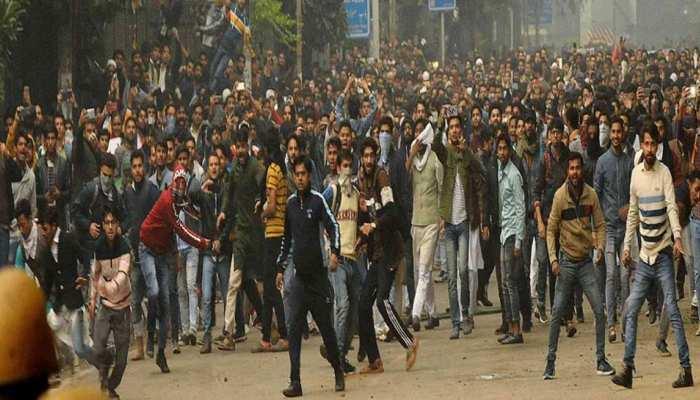 जामिया हिंसा मामले में दिल्ली पुलिस की बड़ी कार्रवाई, छात्र नेता को लिया गया हिरासत में