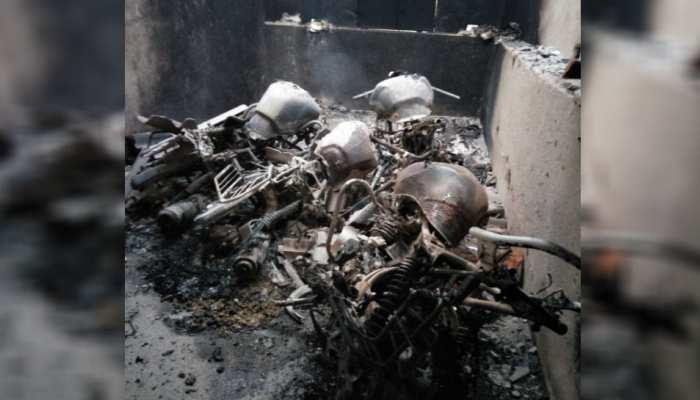 झारखंड: चाईबासा में शिक्षक के घर पर नक्सलियों ने किया हमला, धमाके से जला सामान
