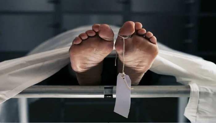 कोरोना के शक में बाहर निकाला दफनाया हुआ शव, डॉक्टरों ने पोस्टमार्टम करने में की आनाकानी