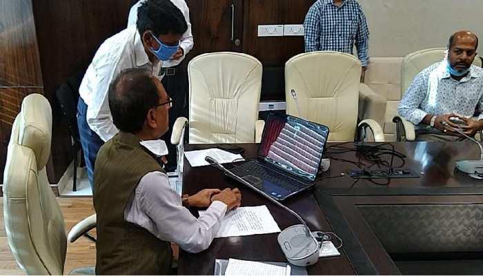 CM शिवराज ने की डॉक्टरों से बातचीत, बोले-''दूसरे मरीजों के इलाज में कोई कमी न रहे''