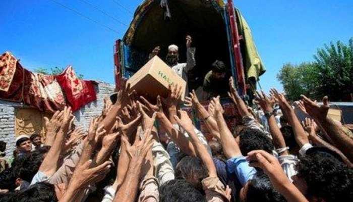 पाकिस्तान: लॉकडाउन से हाहाकार, राशन की मांग के साथ सड़कों पर उतरे लाखों लोग