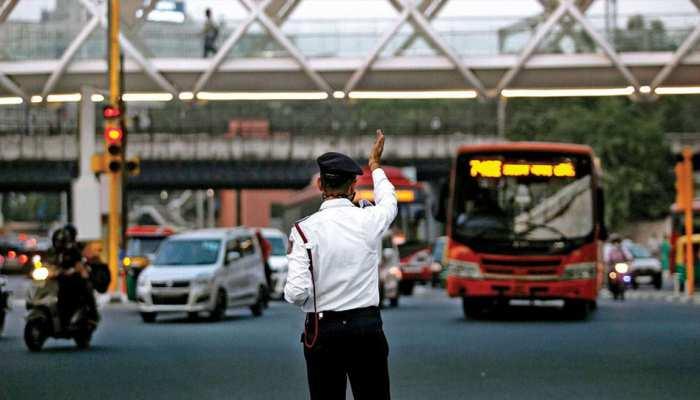 COVID-19: ड्यूटी पर तैनात दिल्ली ट्रैफिक पुलिस के ASI को हुआ कोरोना, एम्स में भर्ती