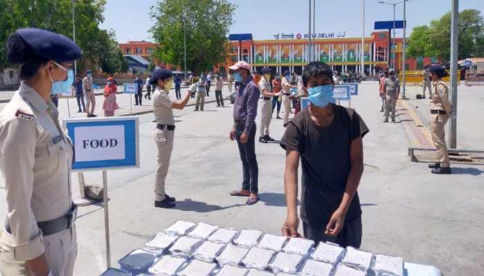 Lockdown: दिल्ली के इन 5 रेलवे स्टेशनों पर हर दिन मिलता है 10 हजार मजदूरों को खाना