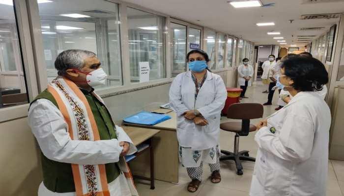 अश्विनी चौबे ने RML अस्पताल का किया दौरा, कोरोना मरीजों का जाना हालचाल