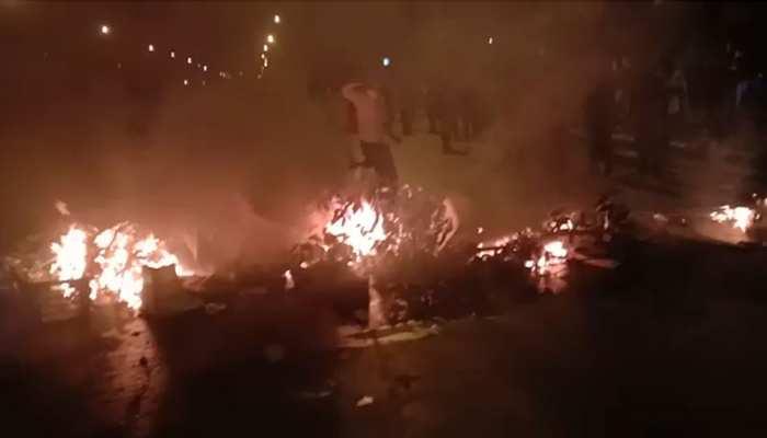 गुजरात: Lockdown से परेशान प्रवासी मजदूरों का फूटा गुस्सा, वाहनों में की तोड़फोड़ और आगजनी
