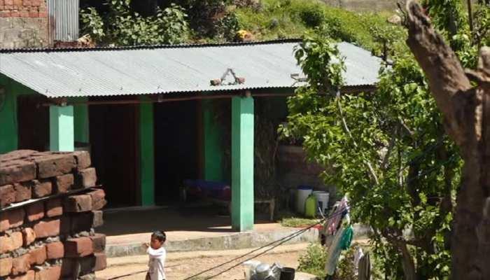 जम्मू के इस गांव में नहीं पहुंच पा रही सरकारी सहूलियात, ग़रीबों के सामने खड़ी हुई परेशानियां