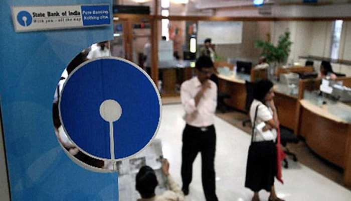SBI खाताधारकों को लगा बड़ा झटका, सेविंग अकाउंट्स पर यह फैसला हुआ लागू