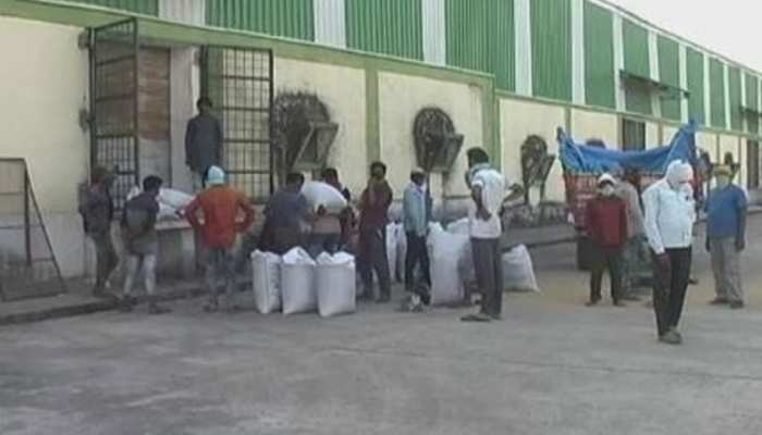 टीकमगढ़: खरीद केंद्रों से किसान संतुष्ट, कहा गेहूं बेचने में कोई परेशानी नहीं