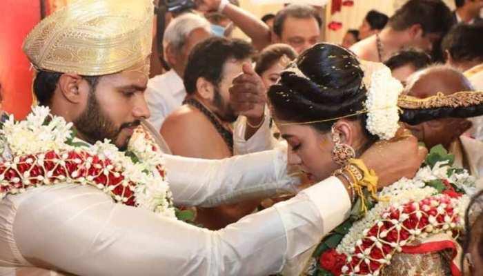 Lockdown के बीच कुमारस्वामी के बेटे की शादी, ट्विटर पर फूटा लोगों का गुस्सा, पूछा- 'कहां है सोशल डिस्टेंसिंग'
