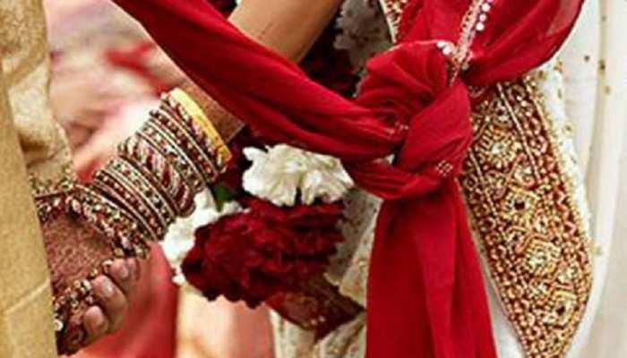 गुजरात में पुलिस के पहुंचने से पहले दूल्हे दुल्हन ने लगा लिए फेरे,शादी के बाद पहुंचे थाने