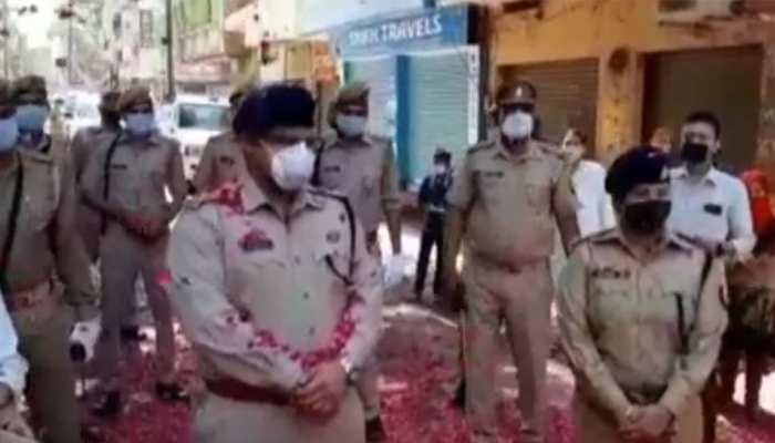 जिस मुरादाबाद में डॉक्टरों और पुलिस पर हुआ था हमला, वहीं पर फूल बरसाकर हुआ स्वागत