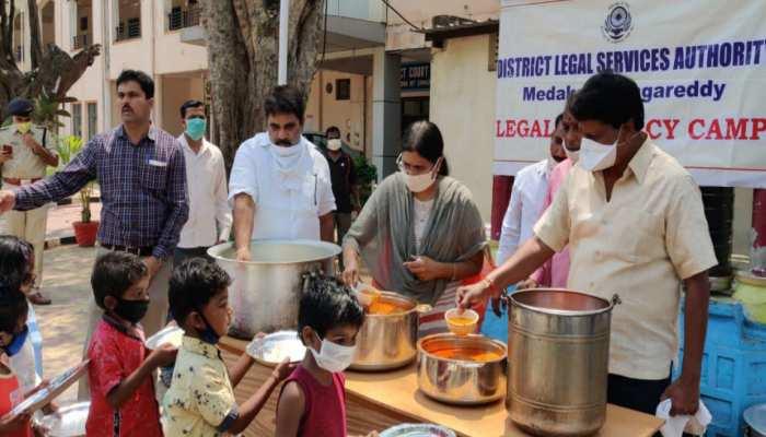 झारखंड: Lockdown में प्रशासन गरीबों को करा रहा भोजन, 17,966 को मिल रहा लाभ