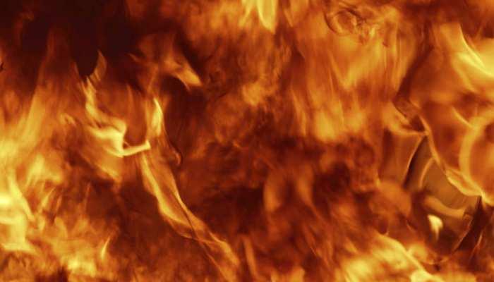 UP में दर्दनाक वारदात: दो मासूम बच्चों के साथ मां ने केरोसिन छिड़ककर लगा ली खुद को आग
