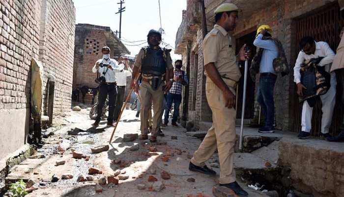 अलीगढ़: दो सब्जी वालों के आपसी विवाद में पुलिस जवान को लग गई चोट