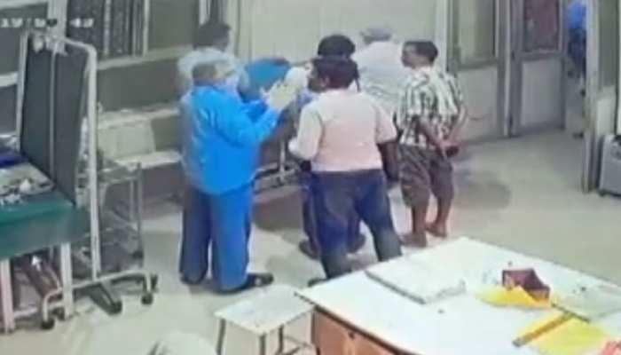 UP: प्रधान प्रतिनिधि व उसके साथियों को डॉक्टर से बदसलूकी पड़ी भारी, पुलिस ने किया गिरफ्तार