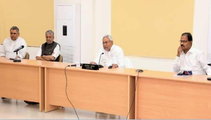डोर-टू-डोर स्क्रीनिंग का दायरा बढाएं, छात्रों के लिए जारी हो टॉल फ्री नंबर- नीतीश कुमार