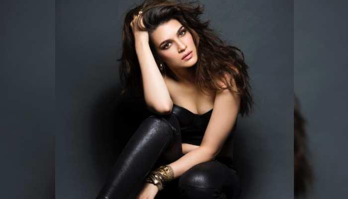 Kriti Sanon से इंस्पिरेशन ले रहे Bollywood celebs, कर रहे हैं ये काम