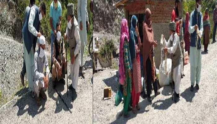 माज़ूर मोहम्मद फरीद मलिक ने रमजान के पहले ही दिन किया नेक काम, लोगों को बांटे मास्क