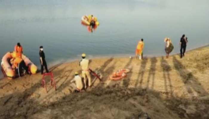 फतेहपुर: यमुना नदी में 14 घंटे तक चले रेस्क्यू ऑपरेशन के बाद बरामद हुआ दारोगा, कांस्टेबल और नाविक का शव