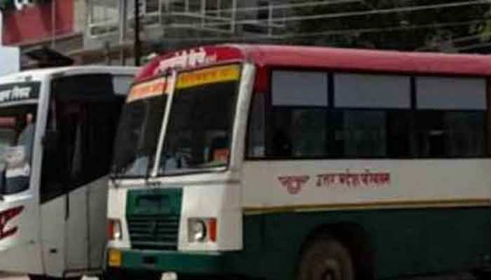UP: छात्र-छात्राओं से भरी रोडवेज बस दुर्घटनाग्रस्त, 2 छात्राओं समेत ड्राइवर की हालत गंभीर