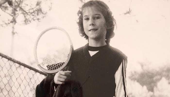 चल रहा था टेनिस का मुकाबला, तभी सरेआम इस महिला टेनिस खिलाड़ी की पीठ में घोप दिया चाकू