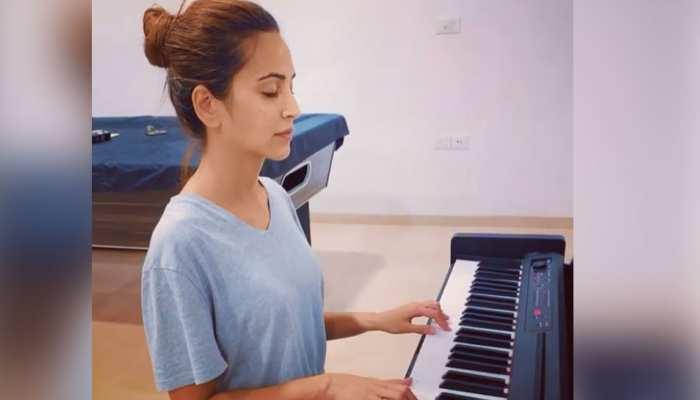 इस एक्ट्रेस ने आंखें बद करके बजाया पियानो, धुन सुनकर फैंस दे बैठे दिल- Watch Video