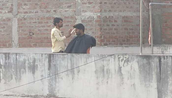 इंदौर: लॉकडाउन में चोरी-छुपे छत पर काट रहा था कस्टमर के बाल, ड्रोन कैमरे से पकड़ा गया