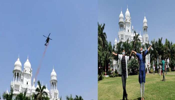 UP:कोरोना वॉरियर्स के सम्मान में KGMU के ऊपर IAF के हेलीकॉप्टर ने की फूलों की बारिश