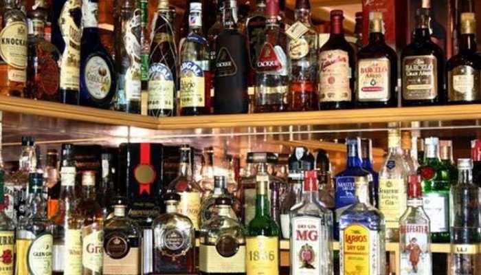 दिल्ली सरकार का बड़ा फैसला! आज से शराब की MRP पर लगेगी 70% 'स्पेशल कोरोना फीस'