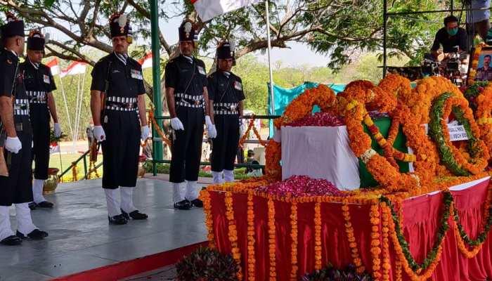 जयपुर: पंचतत्व में विलीन हुए कर्नल आशुतोष शर्मा, CM समेत मंत्रियों ने दी श्रद्धांजलि
