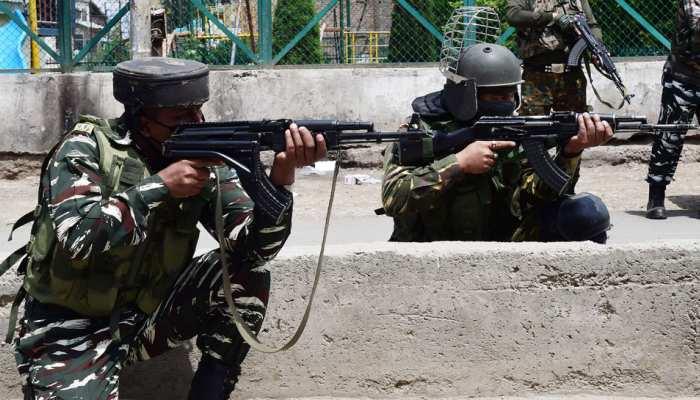 पुलावामा में सुरक्षाबलों और आतंकवादियों के बीच मुठभेड़