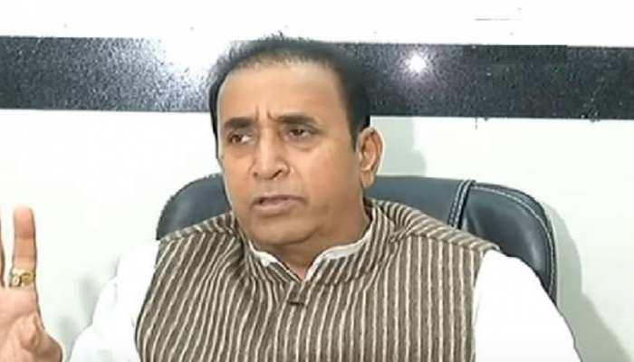 पालघर मॉब लिंचिंग: महाराष्ट्र के गृहमंत्री अनिल देशमुख ने किया गडचिंचले गांव का दौरा, पुलिस ने मीडिया को रोका