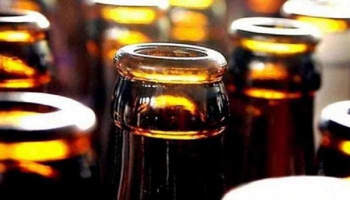 नासिक में शराब के लिए WhatsApp पर लेना होगा Appointment, विरार  में लगी 1.5 किमी. लंबी लाइन