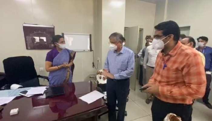 कोरोना: अहमदाबाद पहुंचे एम्स के डायरेक्टर रणदीप गुलेरिया, आज तैयार होगा महामारी के खिलाफ एक्शन प्लान