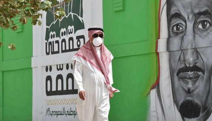 कोरोना का असरः सऊदी अरब ने कई वस्तुओं पर तीन गुना बढ़ाया कर, खर्चों में की 26 अरब डॉलर की कटौती