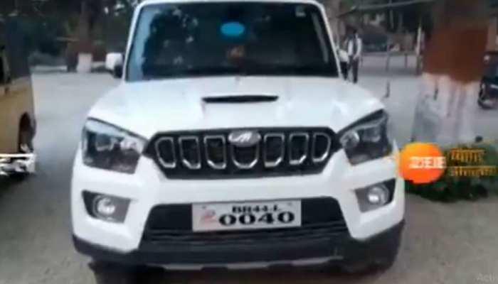 बिहार: शराबबंदी कानून की धज्जियां उड़ी! कांग्रेस MLA की गाड़ी में मिली 8 बोतल शराब