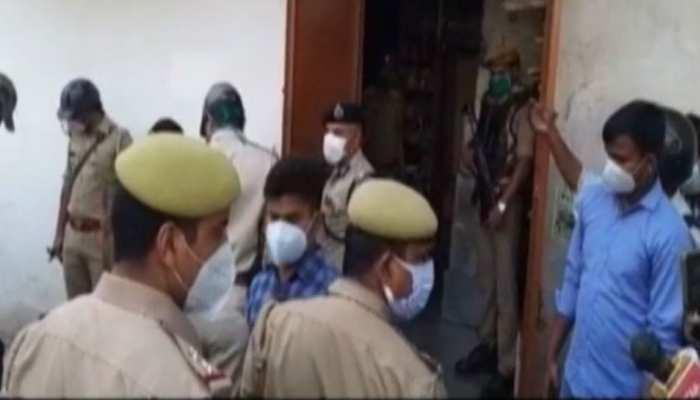 प्रयागराज में बदमाशों ने एक ही परिवार के 4 लोगों को उतारा मौत के घाट, घर में गहनों के डिब्बे मिले खाली