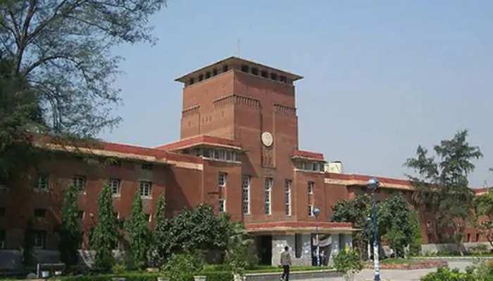 Delhi University के ऑनलाइन एग्जाम का हो रहा कड़ा विरोध, जानिए घमासान की वजह